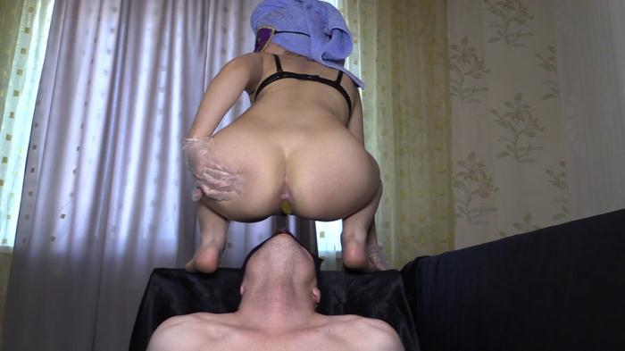 Domination Scat: (Princess Mia and toilet slave) - Mia The Most Beautiful Girl In Our Studio [FullHD 1080p] (1.47 GB)