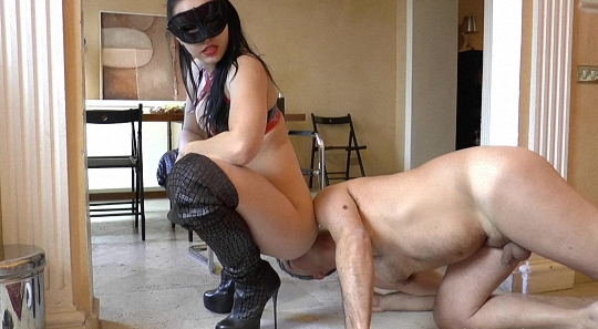 (DirtyBetty) - Pushing Your Face Into My Shit New [UltraHD 4k] (674MB)