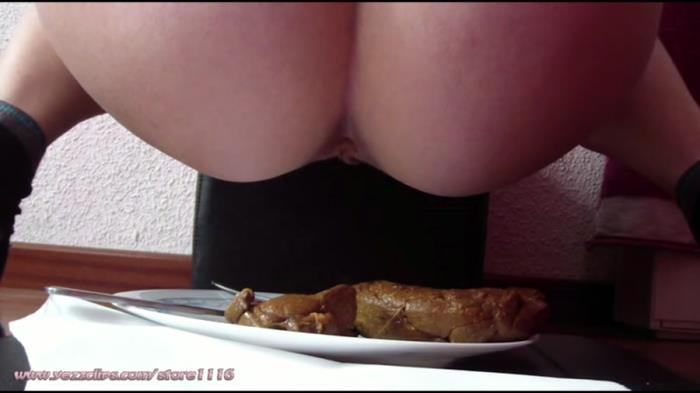 YezzClips: (4 Scat Girls) - New Year's Meal for All of You [FullHD] (711 MB)