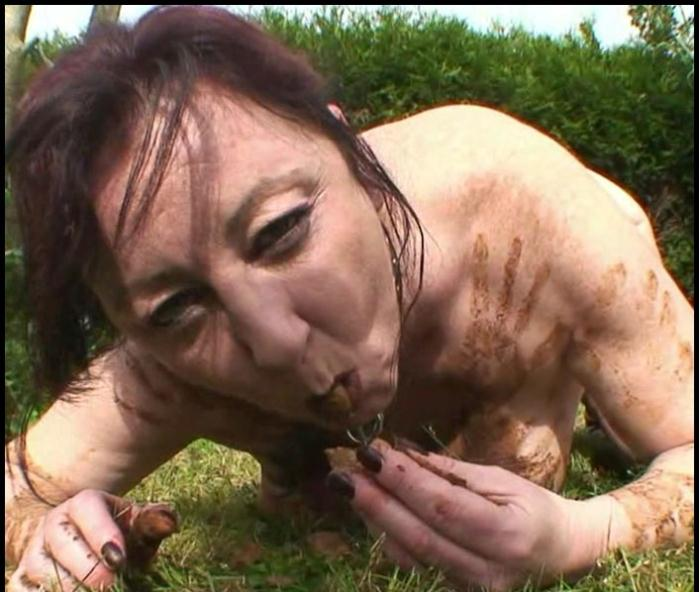 Scat Extreme: (Chienne Mary) - Outdoor Toilet Slut – French Scat Slut [HD 720p] (694 MB)