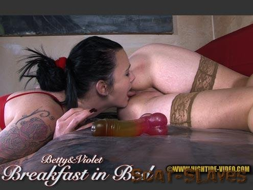 Hightide-Video.com: (Betty, Violet) - BETTY & VIOLET - BREAKFAST IN BED [HD 720p] (687 MB)